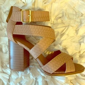 Buckled sandals. Size 8, tts.